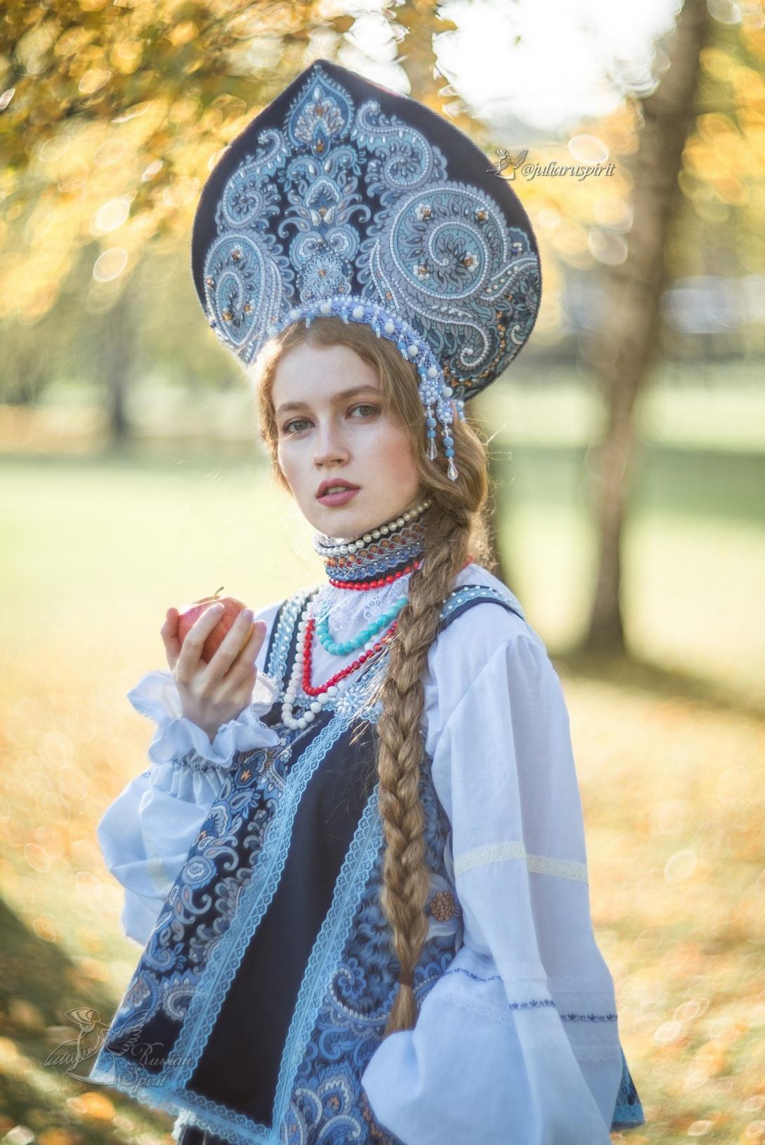 фотосессия девушка в платье в русском стиле в кокошнике