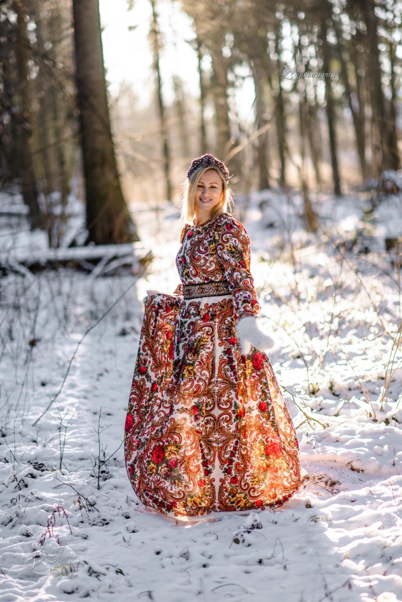 Фотосесия в русском стиле в зимнем лесу