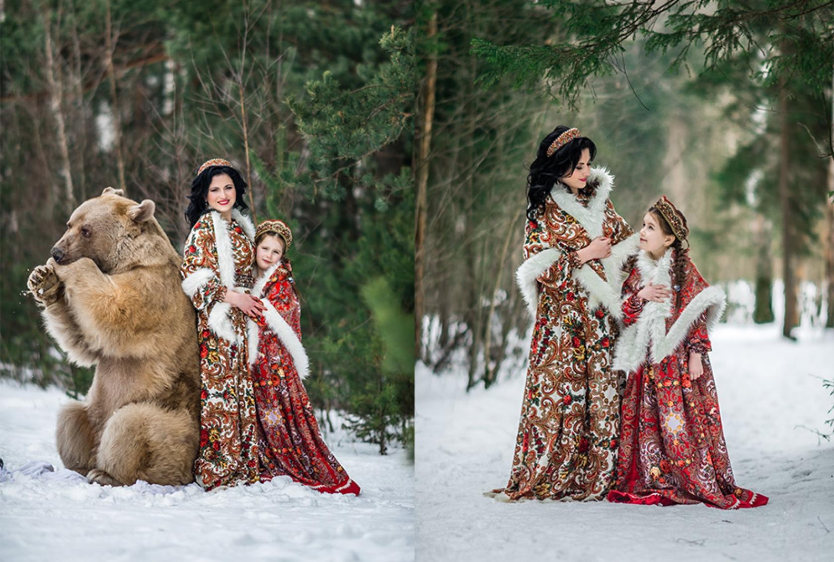 Мама с дочкой в русских народных костюмах фотосесси зимой с медведем