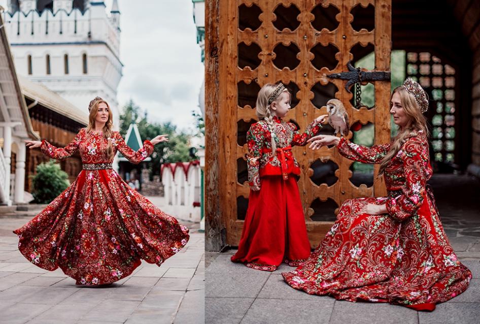 мама с дочкой на фоне кремля в русском стиле